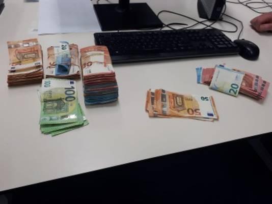 Tienduizenden euro's in beslag genomen bij inval in Baarle-Nassau.
