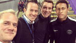 Lijfwacht Neymar haalt hand van Niels Destadsbader weg tijdens selfie