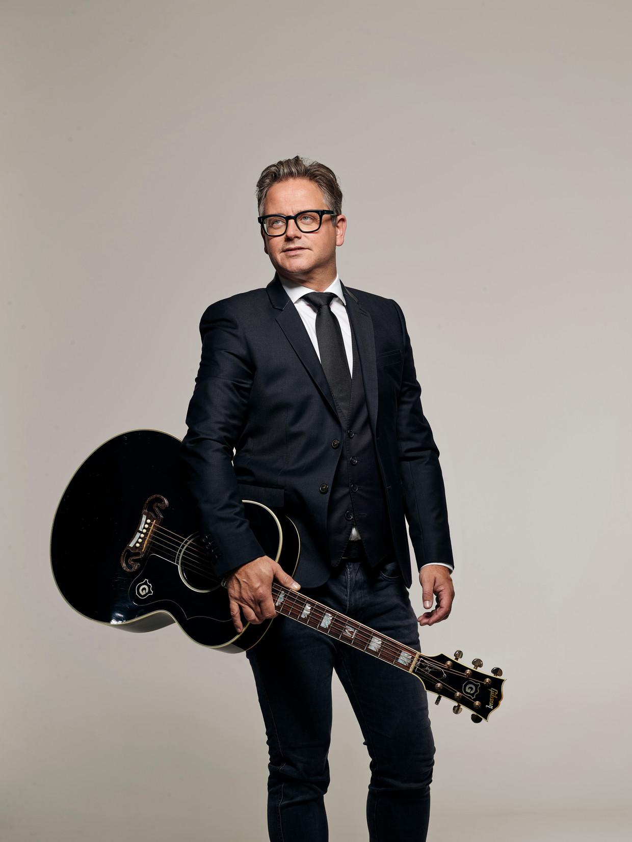 Guus Meeuwis maakte voor zijn nieuwe album gebruik van elf jonge songwriters.