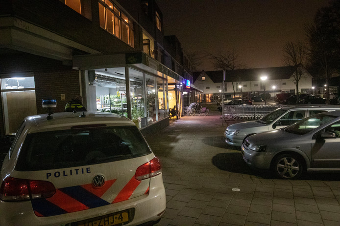 Politie is aanwezig bij de Aldi in Geldrop vlak na de overval