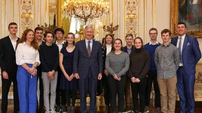 Koning Filip maakt tijd om leerlingen van het Sint-Jozefinstituut te ontvangen