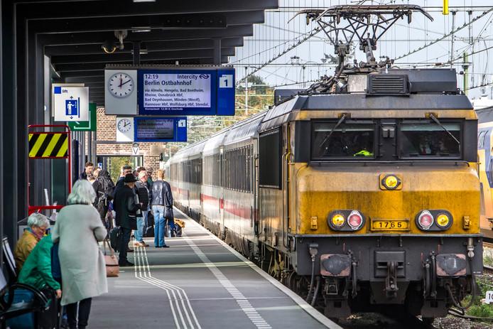 De trein naar Berlijn stopt onder meer in Deventer (foto) en Apeldoorn.