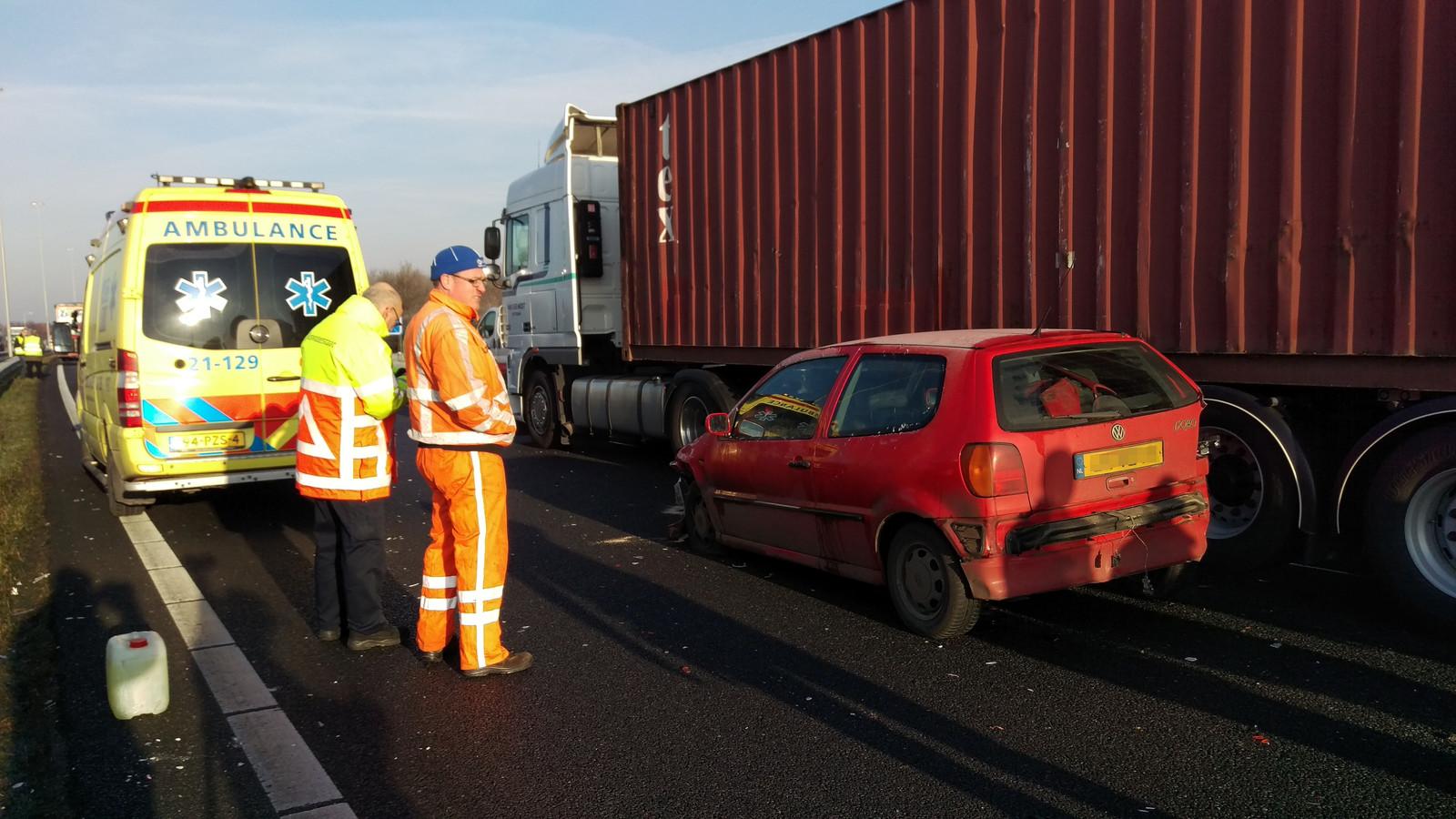 De ambulance ter plaatse bij het ongeval