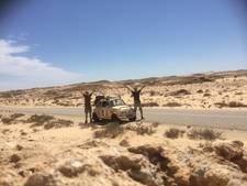 In een stokoude Fiat 500 crossten deze Achterhoekers door de Sahara