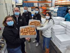 Bijna 1300 Sasse flappen voor de voedselbank: flinke klus voor bakker De Putter