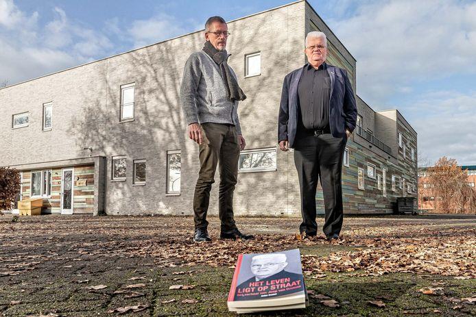 Anton Cramer (links) voerde twee jaar lang veel gesprekken met Joop van Ommen en schreef er een boek over. Van Ommen stond aan de wieg van de dak- en thuislozenopvang die zou uitgroeien tot De Herberg, het complex hier op de foto.
