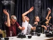 Autistische spelers van Oosterbeeks theater geven eigen draai aan De Notenkraker