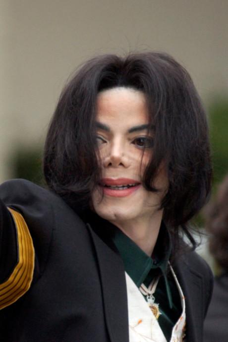 L'autopsie de Michael Jackson confirme les opérations et pourquoi sa couleur de peau a changé