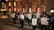 """Limburgse klimaatcoalitie houdt stil protest aan stadhuis 't Scheep: """"Roep de noodtoestand uit en neem actie"""""""