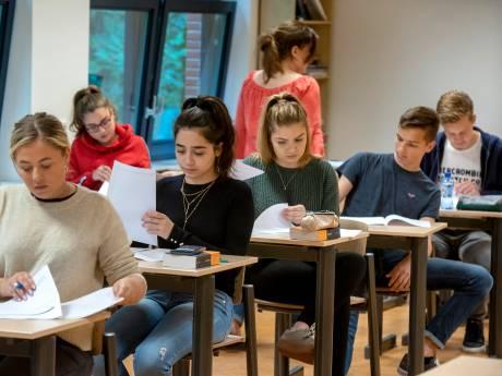 Docenten en leerlingen regio Arnhem maken overuren voor herexamens
