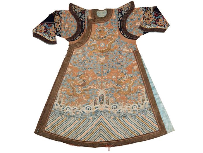 De zijden jas werd dinsdag aangeboden op de Aziatica-veiling van het Zeeuws Veilinghuis.