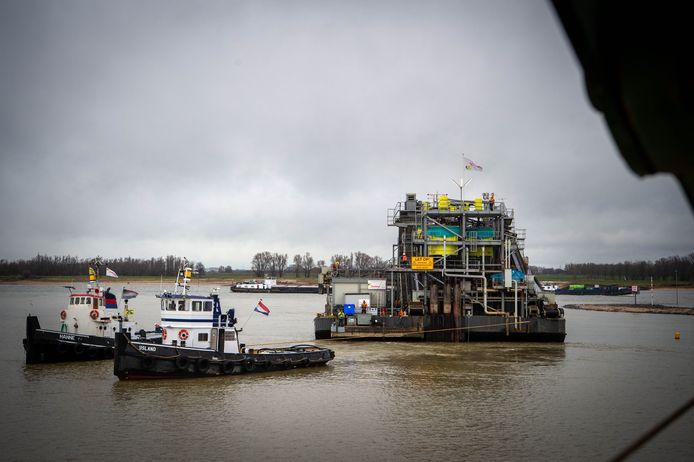 Vanuit IJzendoorn kwam de Rotterdam 55 aan in de voorhaven van Deest.