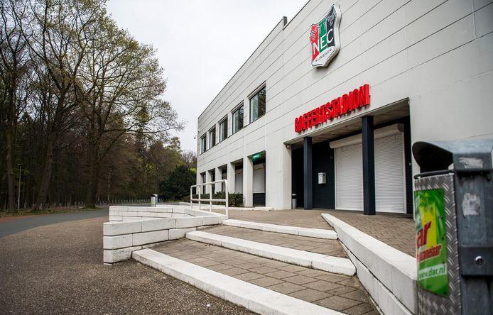 NEC hoeft de huur van het Goffertstadion tot het eind van dit jaar niet te betalen.