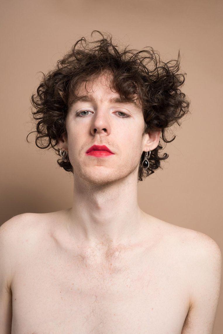 Marnix Dorrestein: 'Inmiddels hoort make-up bij wie ik ben, het is een manier om even in een andere rol te kunnen kruipen' Beeld Imke Panhuijzen