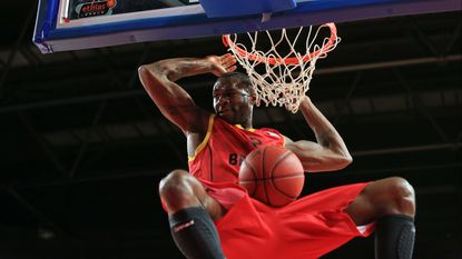 Basketbalclub Charleroi strikt Wen Mukubu