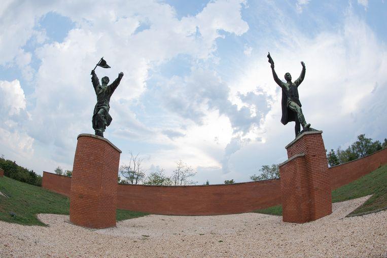 Standbeelden van Lenin, Marx en Engels in het Mementopark in Boedapest.   Beeld NurPhoto via Getty Images