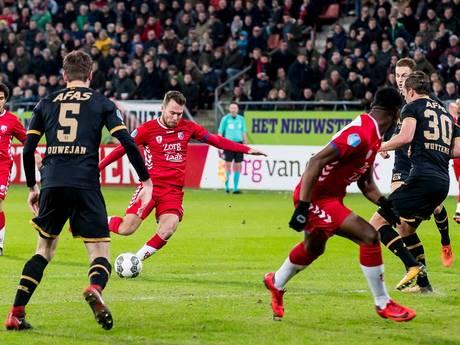 AZ en FC Utrecht in balans bij debuut Jean-Paul de Jong
