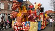 Carnavalsstoet palmt dorpscentrum in