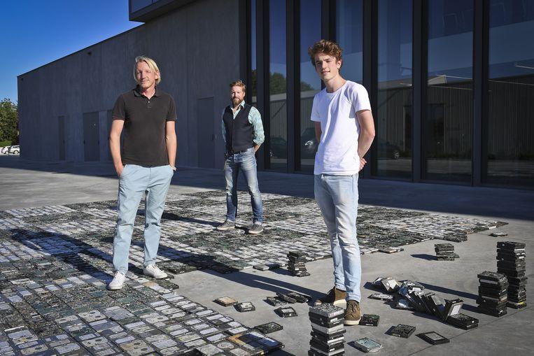 Kunstenaars Christo°, Peter Terrin en Alexander Stragier bij een van hun installaties.