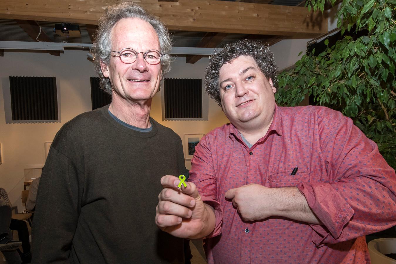 Tt-2019-0014472-Borculo uitreiking eerste groene lintje in Berkelland van Groen Links  aan Jaap de Boer door jurylid Stefan Nijhuis editie:Achterhoek Foto Reinier van Willigen RVW20191114