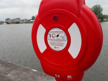 Reddingsbanden aan hoge IJsselkade in Kampen moeten overlevingskans vergroten