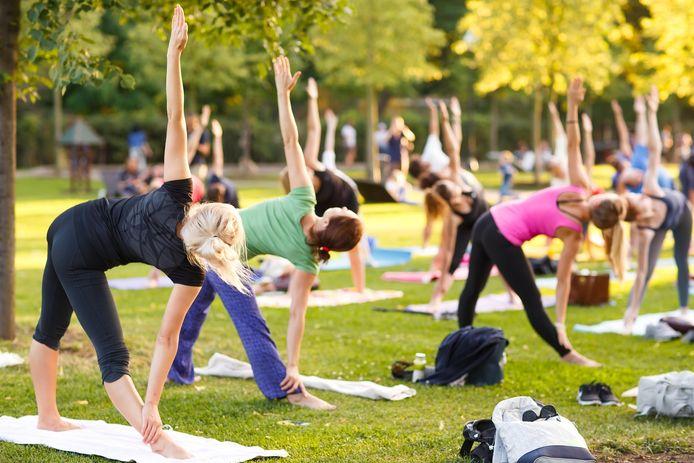 Geniet van een heerlijke yogasessie in openlucht.