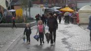Regen en wind teisteren Gooikse jaarmarkt (maar dat houdt bezoekers niet tegen)