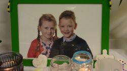 Basisschool De Zonnepit onthult herdenkingsboom voor Lore (8) en Lucas (6) na familiedrama