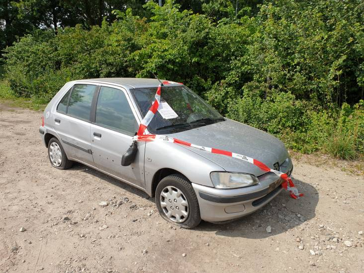 Verlaten auto met vier lekke banden aangetroffen in Sprang-Capelle