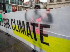 Une soixantaine de grévistes ont bravé le mauvais temps pour manifester pour le climat