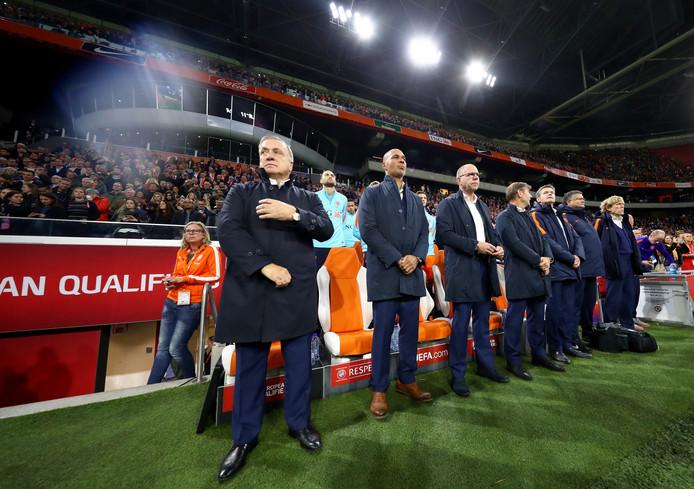 Dick Advocaat (links) voor aanvang van de wedstrijd.