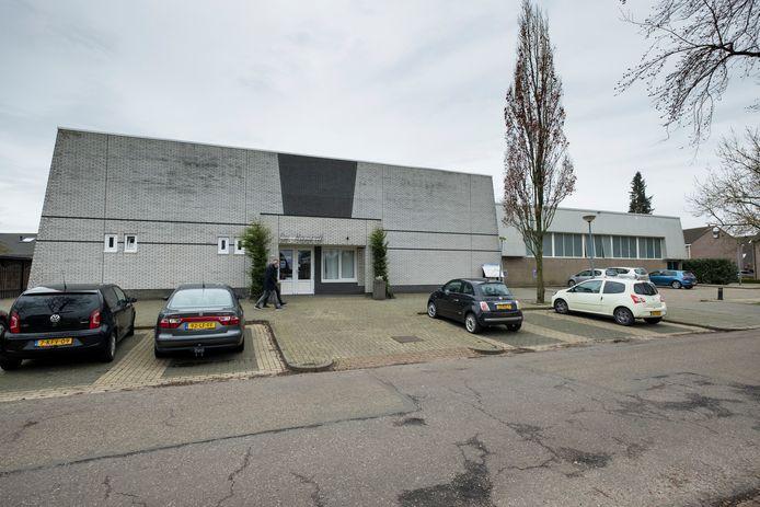 Dorpshuis De Heerdt in Oosterwolde gaat tegen de vlakte om plaats te maken voor woningen.
