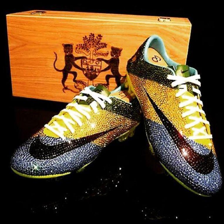 Pierre-Emerick Aubameyang speelde eens met deze Nike Mercurials met juweeltjes in verweven, ter waarde van 2.850 euro.