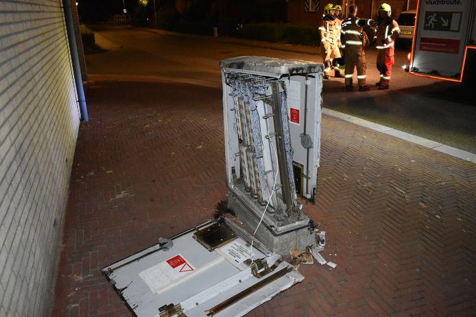 De kast is zwaar beschadigd geraakt.