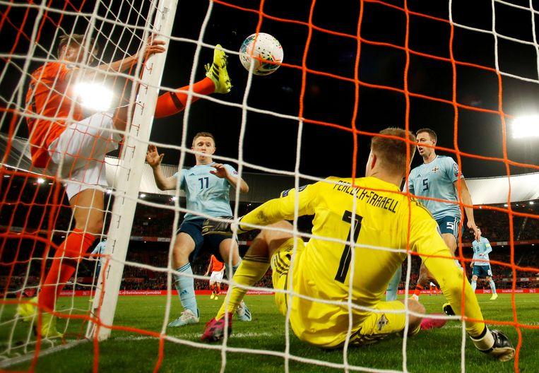 De 2-1 van Luuk de Jong tegen Noord-Ierland  Beeld null