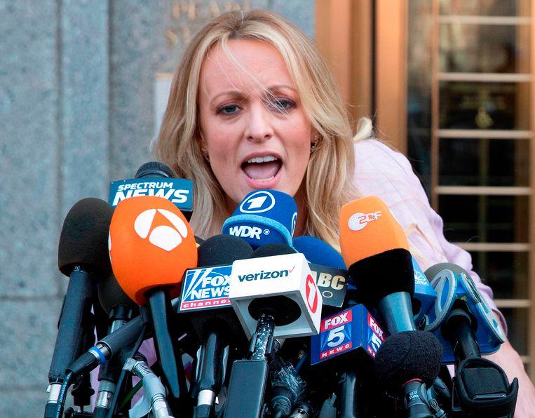 Stormy Daniels kreeg 130.000 dollar zwijggeld van Trumps advocaat Michael Cohen om te zwijgen over haar beschuldigingen dat Trump een affaire met haar had.