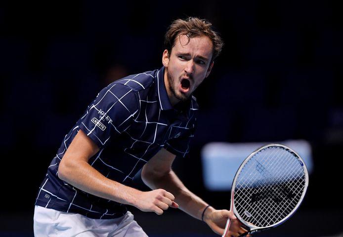 Daniil Medvedev était mené 6-3, 5-4, il a renversé Rafael Nadal pour rejoindre Dominic Thiem en finale du Masters.