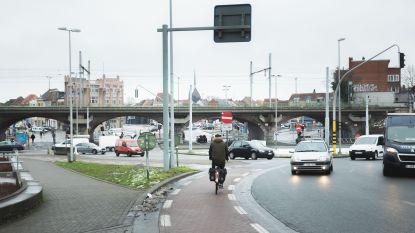 Ondanks nieuwe fietstunnel blijven fietsers massaal langs de Dampoort rijden