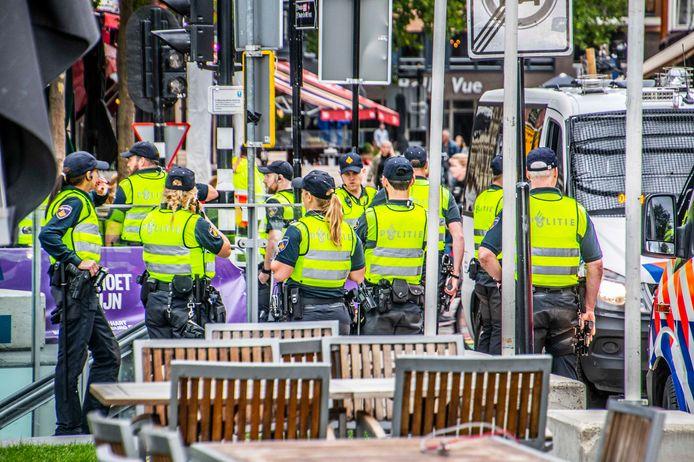 Veel politie op de been in de Tilburgse binnenstad voor de thuiswedstrijd tegen de Rangers.