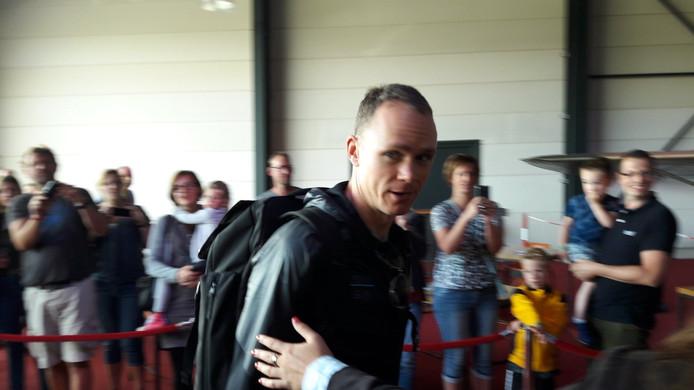 Hij is er. Een beroemdheid is zojuist geland op Breda Airport.