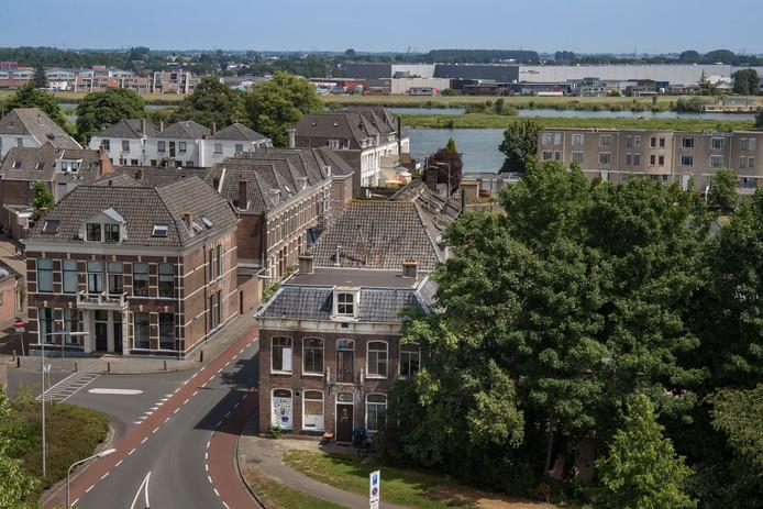 Vervallen stadsvilla Kampen gered van slopershamer.