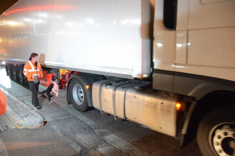 Politie controleerde vrachtwagen op de parkings in Walshoutem en Honsem
