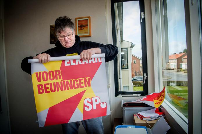 Jos Swartjes vindt dat de gemeenteraadsvergadering in Beuningen afgelast moet worden. Een andere optie is volgens hem om via Skype te vergaderen.