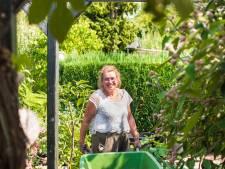Lydia kan het tuinieren niet achter zich laten: 'Je kunt je gedachten helemaal laten gaan'