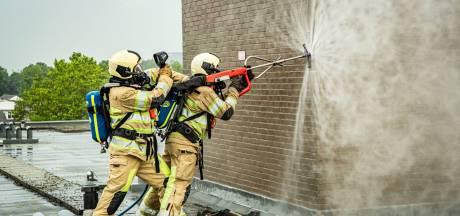 Brand na blikseminslag in dak gebouw Nieuwegein