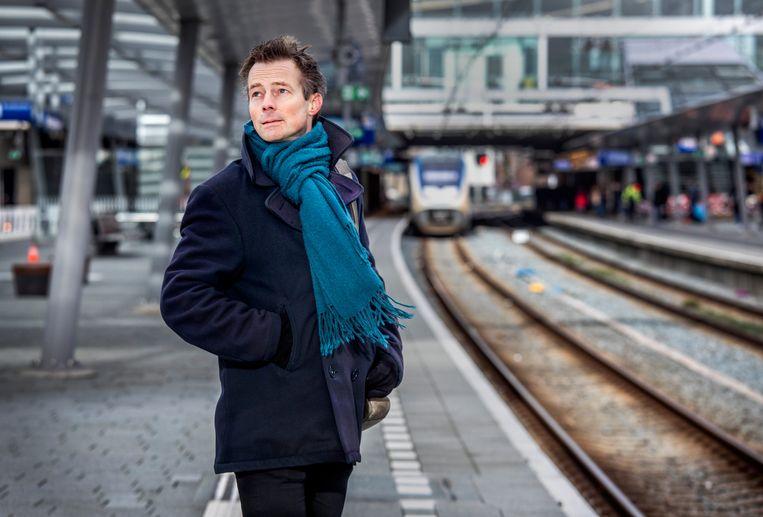 Ombudsman Bram Hansma op Utrecht CS.  Beeld Raymond Rutting / de Volkskrant