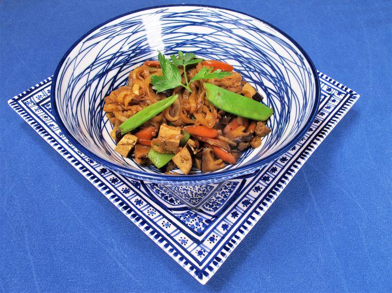 Geroerbakte rettichmie met tofu, shiïtake, peultjes en wortel Beeld Pay-Uun Hiu