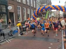 Slechts één uitvaller bij broeierige Vestingloop in Den Bosch: 'Drinken, drinken, drinken'