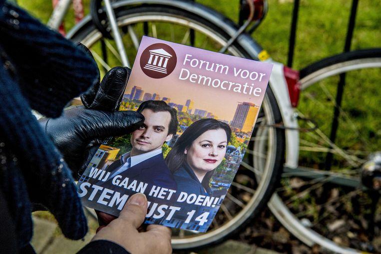 Een flyer voor de politieke partij Forum voor Democratie met Thierry Baudet en Annabel Nanninga, lijsttrekker in Amsterdam.