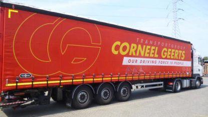 Dieven stelen volle trailer van parking transportbedrijf